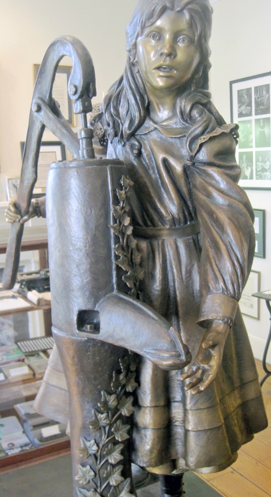 Sculpture of Helen and her famous water pump.