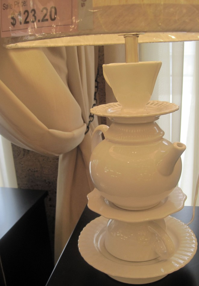 How cute is this tea pot lamp?!